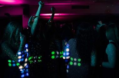 Самоизоляция: дикая вечеринка с участием более 300 человек в департаменте Валь-де-Марн.