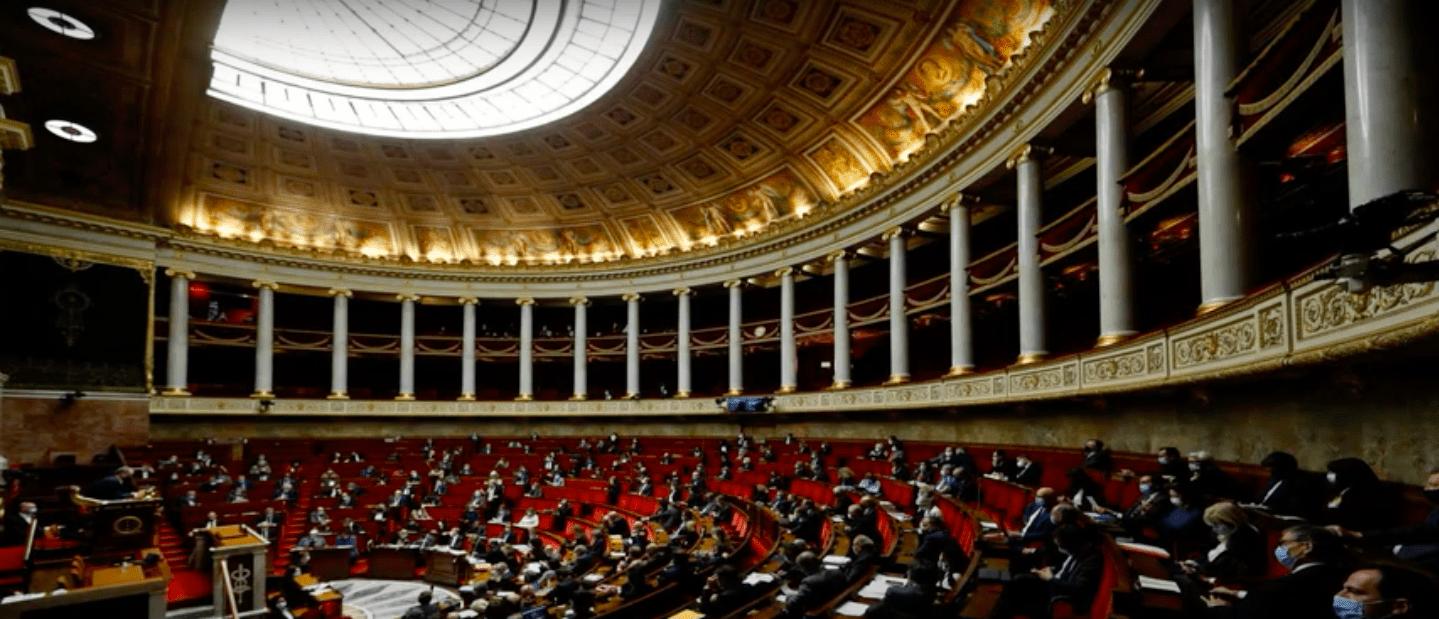 """Covid-19: парламенсткая комиссия Национального Собрания констатировала """"плохое управление кризисом""""."""