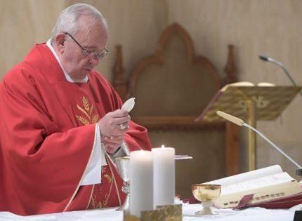 Papa Francisco: ensinar a adorar em silêncio