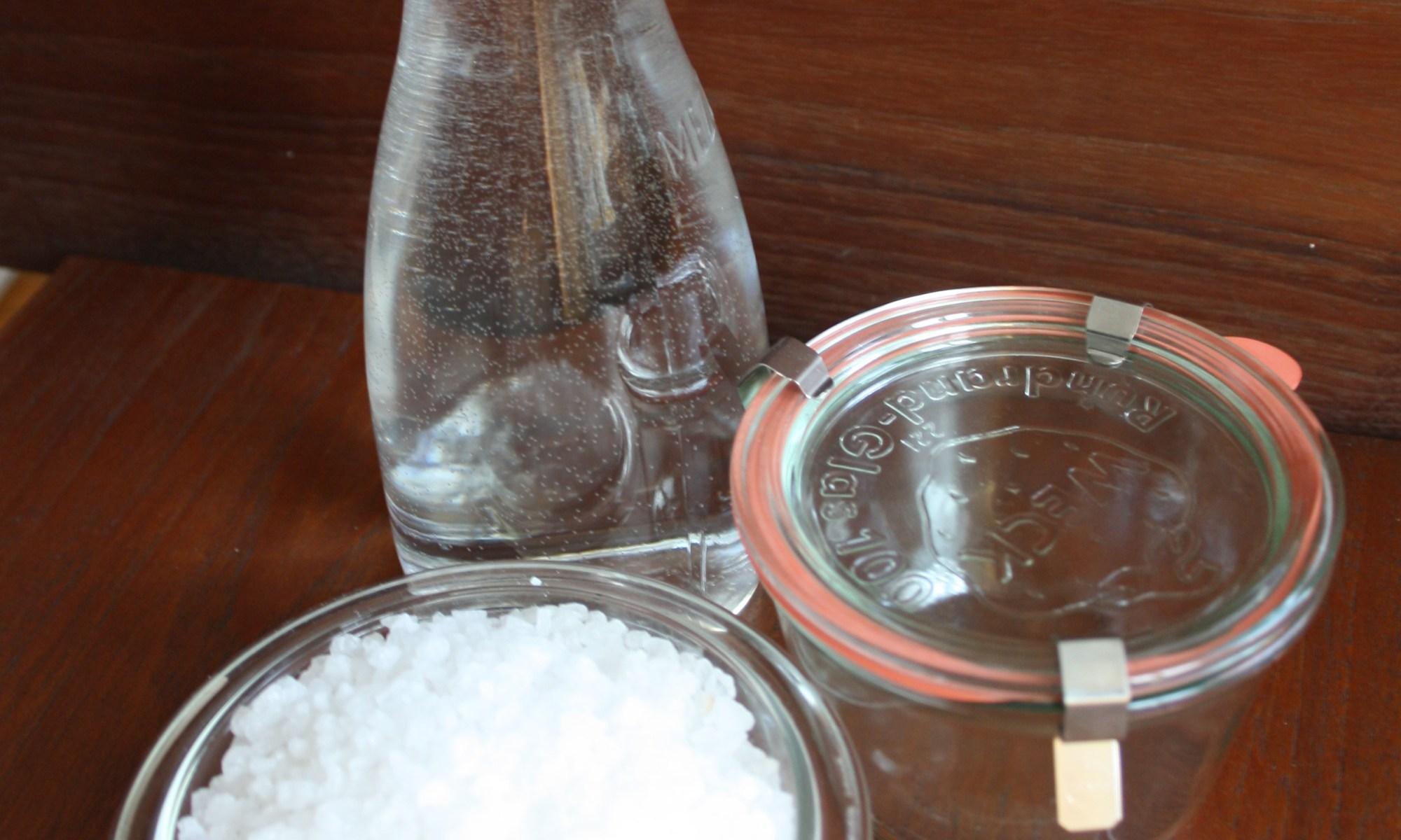 Sole mit Wasser, Meersalz und Einweckglas