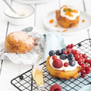Оладжи auch Oladushki, Oladya oder Aladiki genannt sind kleine, dicke Pfannkuchen der Russischen Küche