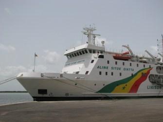 Le ferry à quai à Ziguinchor