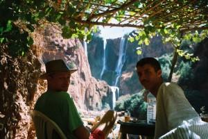 Philou et notre guide, aux cascades d'Ouzoud