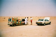 mr2002-10-titine-mercedes-desert
