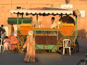 Vendur de jus d'oranges à Marrakech