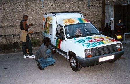 Veille du départ : séance déco sénégalaise avec Babzo et Majib