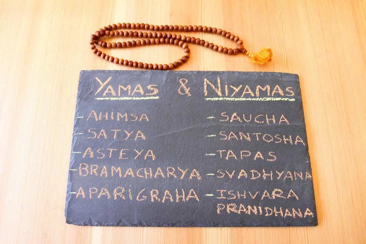 Yamas e Niyamas no Yoga