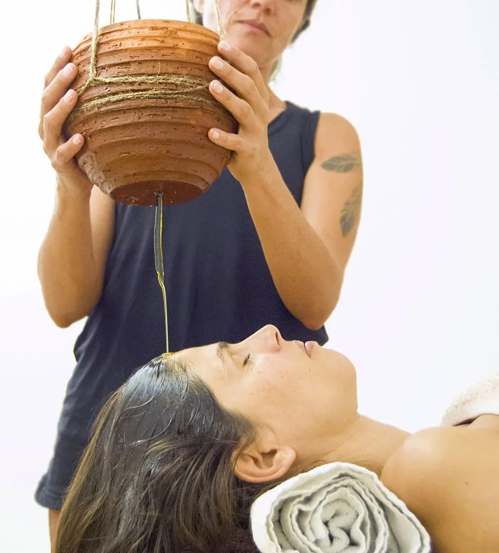 massagem shirodhara ayurveda