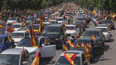 लकडाउनको विरोधमा स्पेनमा हजारौँले गरे कार मार्फत प्रदर्शन, प्रधानमन्त्रीको राजीनामा…