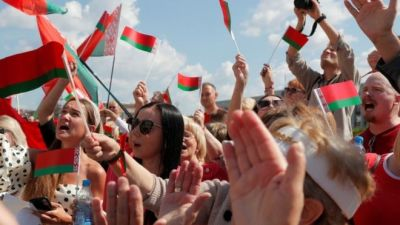 Belarus: Rival rallies in Minsk as Belarus leader fights back