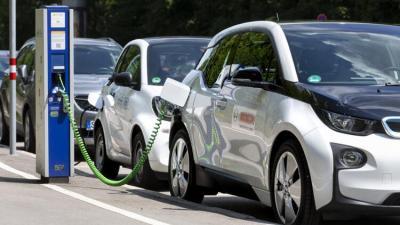 विद्युतीय सवारी साधनले वातावरणमैत्री विकासलाई प्रवद्र्धन गर्छः प्रधानमन्त्री ओली
