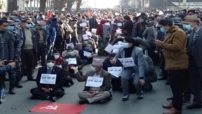 प्रचण्ड-नेपाल समूहले थाले आन्दोलन, छातीमा 'हामी यहाँ छौं' टाँसेर माइतीघरमा