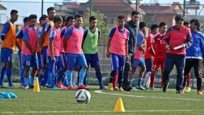 राष्ट्रिय फुटबल टोलीको बन्द प्रशिक्षणबाट १४ खेलाडी बाहिरिए