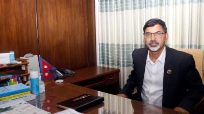 अर्थमन्त्री शर्मा कार्यभार ग्रहण गर्दै