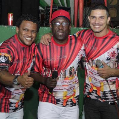 Intérprete Lid Souza e cantores de apoio