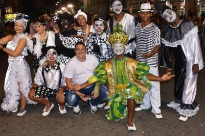 Coreógrafo ao centro (de branco) com a comissão Foto claudio mello cholodovskis