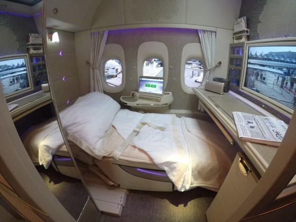 Emirates Game Changer NEW B777 First Class Suites ...