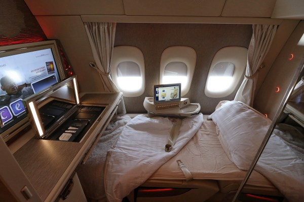 Review: Emirates New First Class Suite on B777-300/ER ...