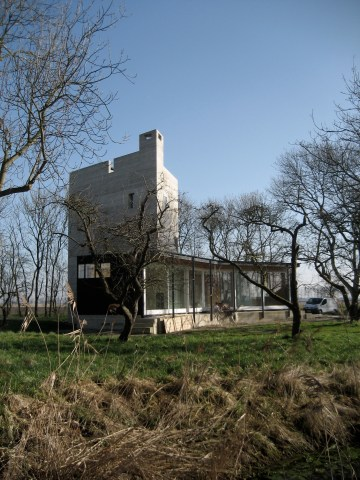ZUIDZANDE single family habitat in an orchard
