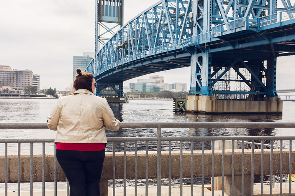 Cool spots for photos in Jacksonville | The Main Street Bridge
