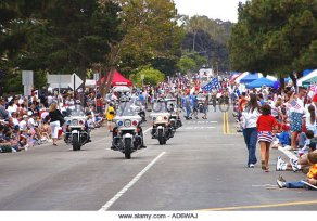 police-motorcycles-lead-start-of-4th-of-july-parade-in-huntington-ad6waj