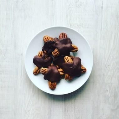 Homemade Dark Chocolate Date Turtles