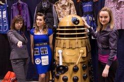 Retro TARDIS Cosplay, Rose, Femme Ten, and Dalek!