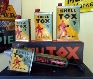 ShellTOX: Dosen und Spritze mit Original-Umkarton (30er Jahre)
