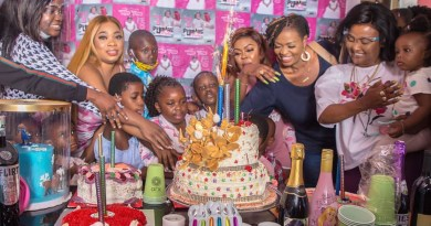 Video:Afia Shwar's daughter Pena, showered with money, gifts & love on her birthday