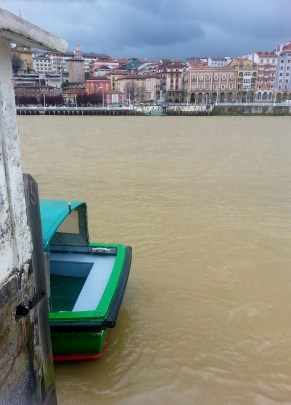 The little boat that takes me across to Portugalete