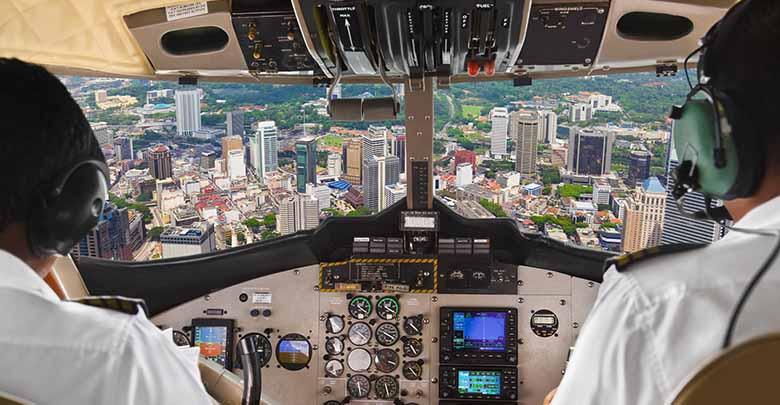 însoțitorii de zbor datând piloți)