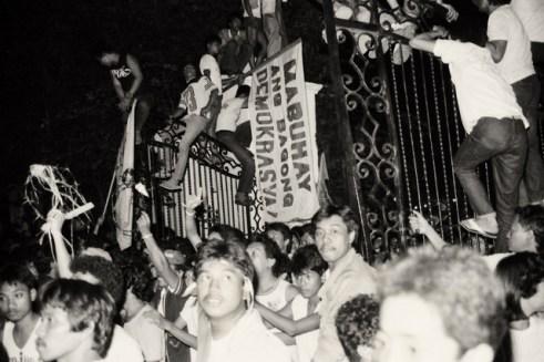 edsa-1986-people-power-romy-mariano-020_9077b2d370874cbe987a294c645cb5fb
