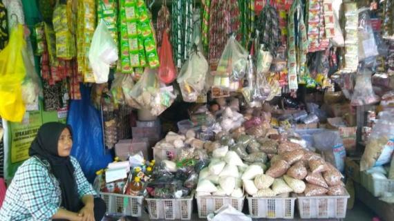 Omzet Pedagang Pasar Indrasari Menurun Akibat Wabah Pandemi Covid-19
