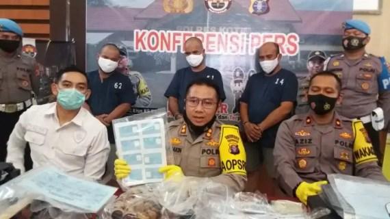 Polisi Ringkus Tiga Pelaku Pembuat KK dan KTP Palsu, Satu Orang PNS di Kecamatan