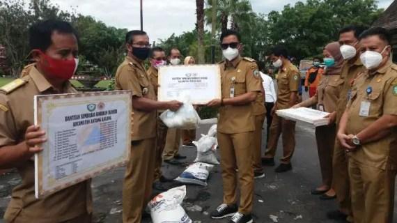 4.345 Paket Bantuan Sembako Disalurkan Untuk Korban Banjir 45 Desa di Kotim