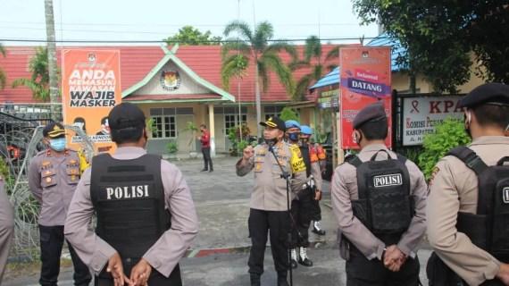 Personel Gabungan TNI-Polri Lakukan Pengamanan Penetapan Paslon Bupati dan Wabup