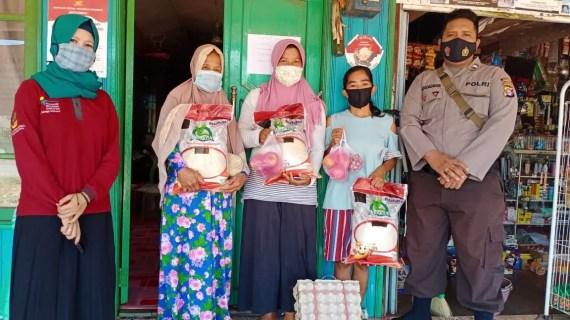 Bantuan Pangan Non Tunai di Desa Jemaras Diawasi Bhabinkamtibmas