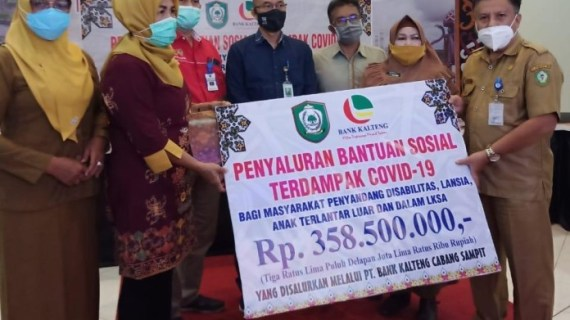 Gandeng Bank Kalteng, Dinas Sosial Kotim Salurkan Bantuan Sosial