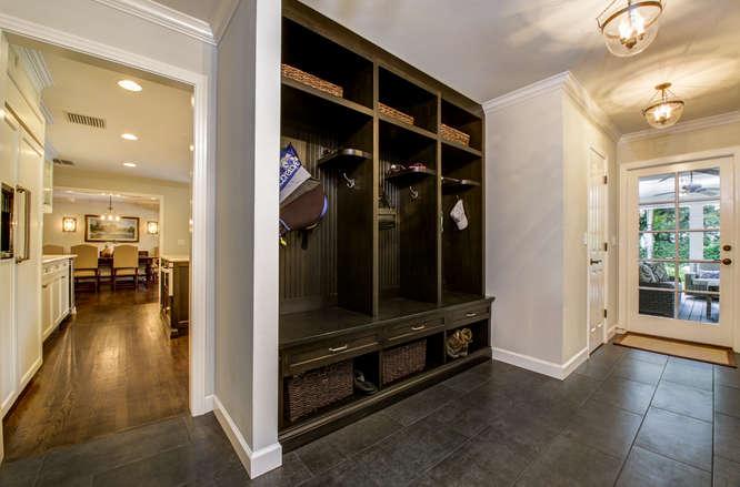 1023-S-Frankland-Rd-Tampa-FL-small-020-Hallway-Storage-666×439-72dpi
