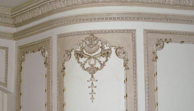 Renesmee Cullen And Bratt Decor Venetian Iron Crib In Antique White Photograph