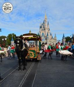 SamsDisneyDiary Episode 79: 12 Days of Christmas Day 4 - Main Street USA Holiday Trolley Show