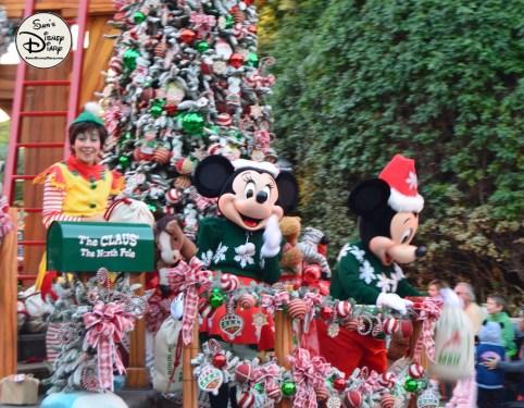 SamsDisneyDiary 82: Disneyland Christmas Fantasy Parade - Mickey