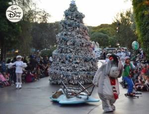 SamsDisneyDiary 82: Disneyland Christmas Fantasy Parade - Eeyore