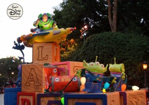 SamsDisneyDiary 82: Disneyland Christmas Fantasy Parade - Buzz