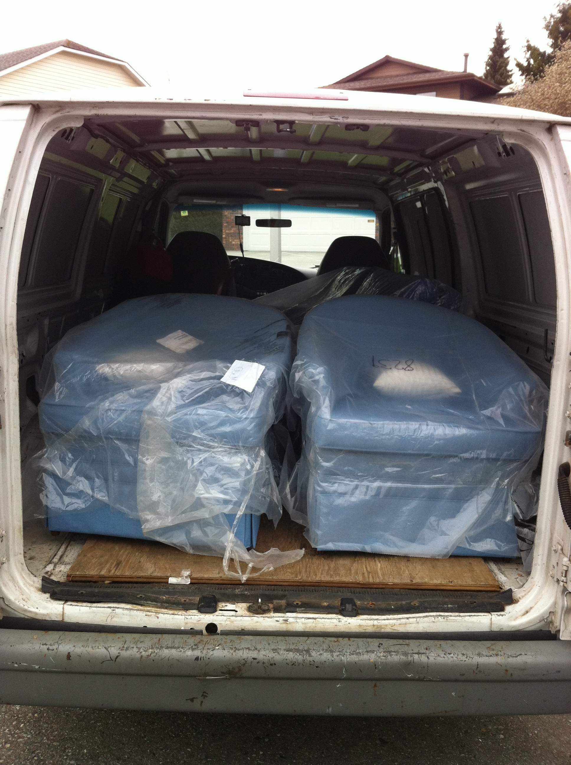 Craigslist furniture delivery service sam 39 s small moves for Cheap furniture delivery