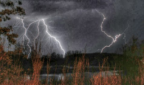 lightning_strike_by_lobomalo-d3gg234_1