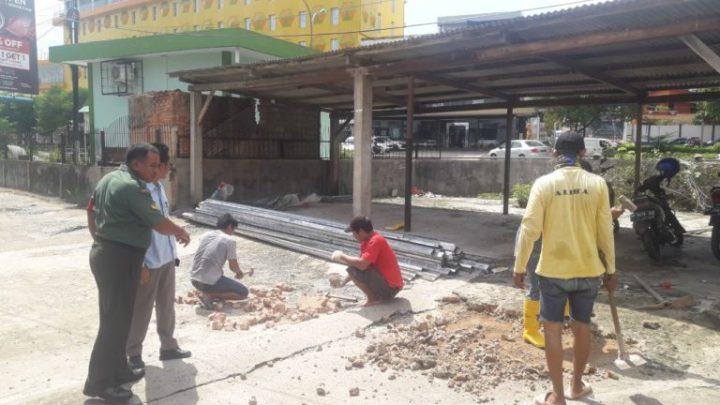Babinsa Batu Selicin Melaksanakan Goro Semenisasi Jalan Di Perumahan Marina Park, SamuderaKepri