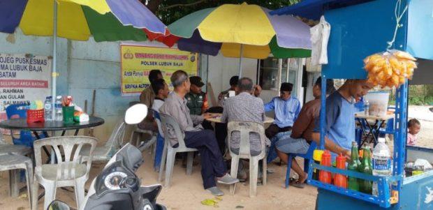 Babinsa 07 Dan Bhabinkamtibmas Melaksanakan Kegiatan Komsos Di Kampung Agas