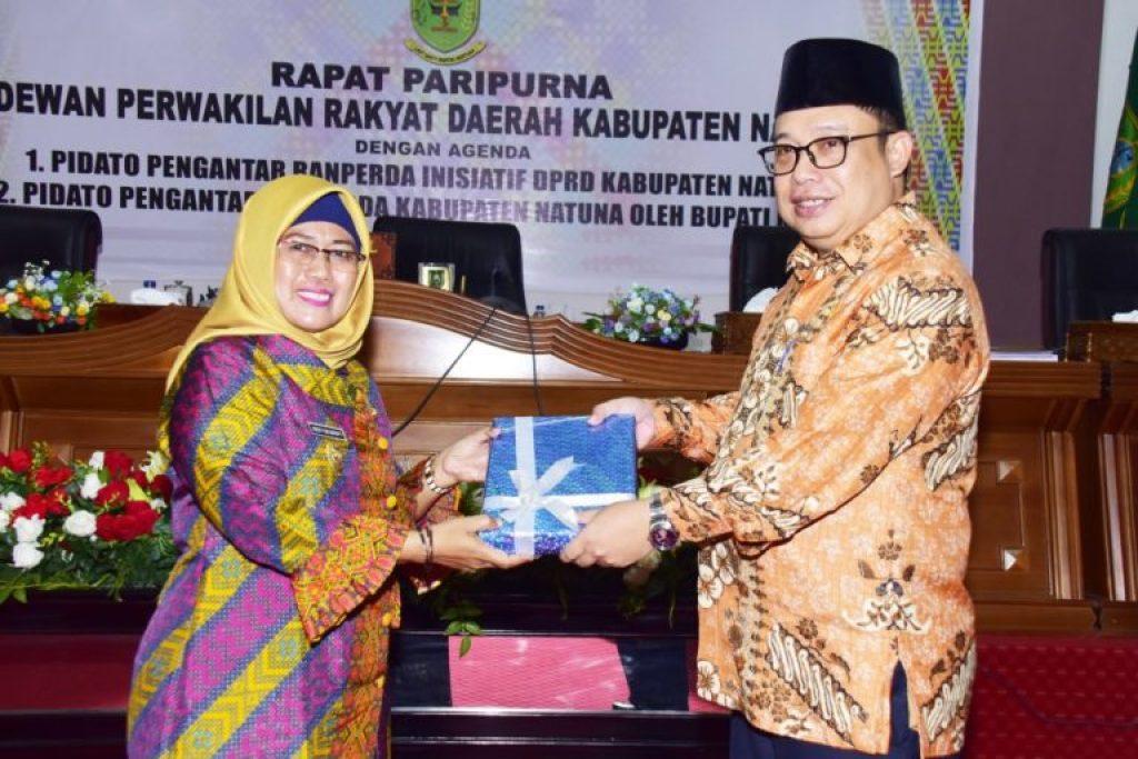 , DPRD  Natuna menggelar Rapat Paripurna tentang Penyampaian Pidato Pengantar  51 Rancangan Peraturan  Daerah ( Ranperda ), SamuderaKepri