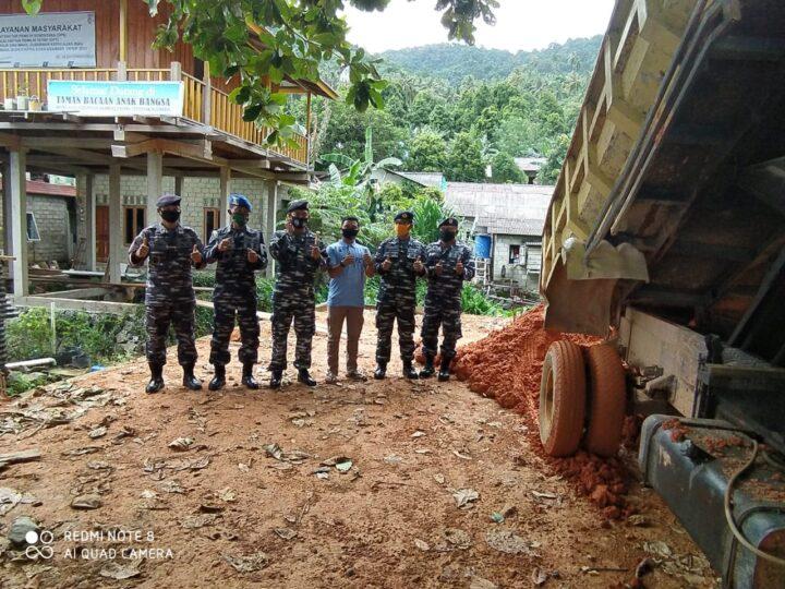 Penuh Makna di Hati Masyarakat Anambas, Bakti Sosial Prajurit TNI AL di Perbatasan Laut China Selatan